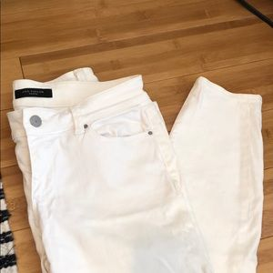 White Anne Taylor Petite skinny jeans Size 2